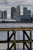 Canary Wharf and Barclays, HSBC and Citi bank buildings on the Isle of Dogs, seen from the south bank of the river Thames. - Philip Wolmuth - 26-08-2012