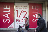 BHS store, January sales, Oxford Street, London. - Philip Wolmuth - 02-01-2015
