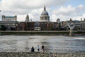 Children playing at low tide on the Thames opposite St Pauls Cathedral London. - Philip Wolmuth - 26-08-2015