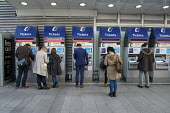 Ticket machines at London Bridge railway station - Philip Wolmuth - 30-09-2015