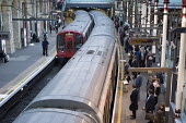 Passengers and trains London rush hour, Farringdon underground station - Philip Wolmuth - 01-10-2015