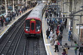 London rush hour passengers and trains at Farringdon underground station - Philip Wolmuth - 01-10-2015