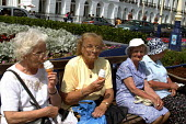 Elderly women in Eastbourne during the heatwave - Joanne O'Brien - 2000s,2002,adult,adults,age,ageing population,beach,BEACHES,COAST,coastal,coasts,eat,eating,elderly,FEMALE,food,FOODS,garden,gardens,hoildaymakers,holiday,holiday maker,holiday makers,holidaymaker,hol