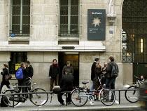 Students outside the Sorbonne University, Paris - Joanne O'Brien - 2000s,2008,3rd,EDU education,Education,eu,Europe,european,europeans,eurozone,France,french,Higher Education,level,life,outside,Paris,Sorbonne,student,students,Third,University