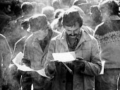 Striking Solidarnosc workers reading strike bulletin inside Vladimir Lenin Shipyard, Gdansk, Poland, summer, 1980 - 2May Arkiv - 1980,1980s,activist,activists,against,CAMPAIGN,campaigner,campaigners,CAMPAIGNING,CAMPAIGNS,capitalism,capitalist,DEMONSTRATING,Demonstration,DEMONSTRATIONS,disputes,federation,Gdansk shipyard,INDUSTR