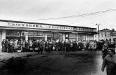 Queues line up outside the food shops, Krakow, Poland, spring 1981 - 2May Arkiv - 07-04-1981