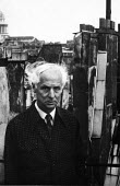 Max Ernst, artist and one of the leading figures of the Dadaist and Surrealist Movement, Paris, 1954. .... - Denise Colomb - 11-07-1954