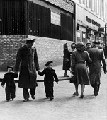 Off duty American GI stationed at Burtonwood USAF airbase near Warrington, walking with his two children through the town. The airbase was reopened in 1948 to support the Wests Cold War effort through... - Elizabeth Chat - 1940s,1949,Air,Air force,aircraft,airforce,american,americans,armed forces,boy,boys,Cheshire,child,CHILDHOOD,children,DAD,DADDIES,DADDY,DADS,families,FAMILY,father,FATHERHOOD,fathers,FEMALE,Force,GI,G