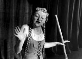 Dora Bryan, The Lyric Revue, Lyric Theatre, London, 1951, based on music by Noel Coward, Donald Swann and others. Actor, Dora Bryan, on stage. - Elisabeth Chat and Inge Morath - 24-05-1951