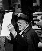 Henri Matisse at the printers 1948