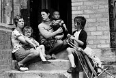 Young mothers with their children on the steps of their homes, Vauxhall, Liverpool 1975 - John Sturrock - 29-07-1975