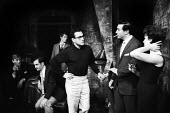 Harold Pinter directing a double bill of his plays: The Dwarfs and The Lovers at the Arts Theatre in London in 1963. To his right, Scott Forbes & Vivien Merchant, actors in The Lovers; behind him, Joh... - Romano Cagnoni - 18-09-1963