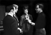 Harold Pinter directing his play: The Dwarfs at the Arts Theatre in London in 1963. To his right, John Hurt, Philip Bond & Michael Forrest. - Romano Cagnoni - 18-09-1963
