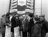 Stockport Messenger official picket line by NGA members on strike in a dispute with Eddie Shah Messenger Newspaper Group over his use of non-union scab workers to typeset MNG publications Warrington,... - Stefano Cagnoni - 09-11-1983