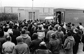 Stockport Messenger Tony Dubbins, NGA GS speaking to the official picket line by NGA members on strike in a dispute with Eddie Shahs Messenger Newspaper Group over his use of non-union scab workers to... - Stefano Cagnoni - 09-11-1983
