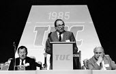 Jack Eccles Presidential Address, TUC conference1985, Ray Buckton ASLEF (R) & Norman Willis, Gen Sec of the TUC. - Stefano Cagnoni - 02-09-1985