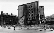 Derelict industrial building near Quayside, Newcastle, 1985. - Stefano Cagnoni - ,&,1980s,1985,building,BUILDINGS,cities,city,Co,deindustrialisation,Deindustrialization,demolish,DEMOLISHED,demolishing,demolition,derelict,DERELICTION,developer,developers,DEVELOPMENT,DOWNTURN,EBF,Ec