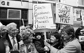Brenda Dean (left), General Secretary of SOGAT joins News International printworkers & clerical staff sacked by Rupert Murdoch prior to his moving his printing presses to Wapping, as they lobby the TU... - Stefano Cagnoni - 28-01-1986