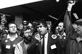 Wapping, Tony Dubbins, Gen Sec NGA speaking to News International printworkers sacked by Rupert Murdoch prior to his moving his printing presses to Wapping, as they lobby the TUC Congress in Brighton... - Stefano Cagnoni - 02-09-1986