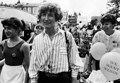 Dr. Wendy Savage (centre) at the head of a march, supported by local mothers and their children, calling for her reinstatement at the London Hospital after being cleared of charges of negligence in ma... - Stefano Cagnoni - 10-07-1986