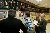 Workers simulate a nuclear accident in the control room of the EDF Le Blayais Nuclear Power Plant, France - Antoine MARESCAUX - 09-12-2004
