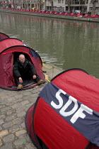 Les Enfants de Don Quichotte association - a hundred tents to raise public awareness of homelessness. Paris France. - Sebastien ORTOLA - 18-12-2006