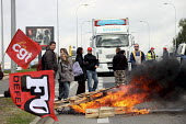 Students and trades union members block the road with a burning barracade in protest against the proposed pension reforms - Richard DAMORET - ,2010,2010s,activist,activists,against,Austerity Cuts,BURN,burning,BURNS,CAMPAIGN,campaigner,campaigners,CAMPAIGNING,CAMPAIGNS,CGT,DEMONSTRATING,demonstration,DEMONSTRATIONS,eu,Europe,european,europea