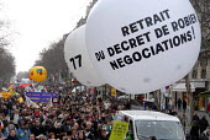 Civil servant teachers demonstrations, FSU trade union. Withdraw Robiens decree, negotiations! Civil servants one day strike for higher pay and against job cuts, Paris, France. - Sebastien ORTOLA - 08-02-2007