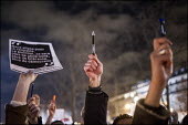 Je suis Charlie Hebdo Holding pens up. A solidarity rally and vigil in the Place de la Republique, after the shooting of cartoonists in the attack on the Charlie Hebdo magazine offices, Paris - Xavier Popy - 08-01-2015