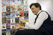 John Micklethwait Editor-In-Chief of The Economist magazine at the offices of the Economist in central London, U.K. - Rogan Macdonald - 2000s,2008,cities,city,employee,employees,Employment,job,jobs,journalism,journalist,journalists,LAB,LBR,London,magazine,MAGAZINES,offices,people,reporter,reporters,reporting,staff,urban,Work,work issu