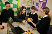 Science lesson, Easington Community School, County Durham September 2004 - Roy Peters - 07-10-2004