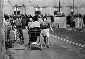 Miners families flee as riot police move into pit village, Hatfield, South Yorkshire - Ray Rising - 21-08-1984