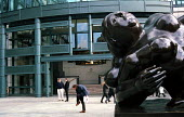 A statue by Colombian sculptor Botero in front of a European finance building in the City of London - Stefano Cagnoni - 17-11-2000