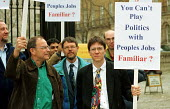 Scientists & engineers from the Daresbury Laboratory in Warrington demonstrate opposite Downing Street against the Governments decision to base the 20 year multi-million pound DIAMOND synchroton proje... - Stefano Cagnoni - 20-03-2000