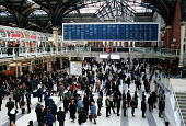 Commuters at Liverpool Street Station. - Stefano Cagnoni - 17-11-2000