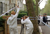 Metropolitan police photographer and forensic scientist gathering evidence at the scene of a murder in north London - Stefano Cagnoni - 08-05-2000