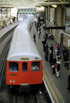 Tube train arriving at Farringdon Underground Station - Stefano Cagnoni - 10-05-2001