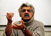 Tariq Ali lecturing on a media course at University - Stefano Cagnoni - 2000s,2001,asian,BAME,BAMEs,black,BME,bmes,broadcaster,diversity,ethnic,ethnicity,IMG,journalist,journalists,marxist,Marxists,media,minorities,minority,people,poc,POL politics,revolutionary,University
