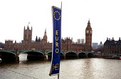 Euro symbol opposite the Houses of Parliament, flying with the Union Jack at half mast to mark the death of the Queen Mother. - Stefano Cagnoni - 01-04-2002