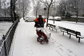 Postman delivering post on his early morning round during heavy snow - Stefano Cagnoni - 08-01-2003