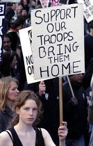Protestors march through London against the war in Iraq - Stefano Cagnoni - 22-03-2003