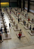 Art lovers scan the sculpted busts at Tate Modern - Stefano Cagnoni - 28-05-2004