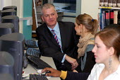 David Bell, Her Majesty's Chief Inspector of Schools, talking to pupils at Camden School for Girls, listed by Ofsted as one of a number of schools inspected offering an outstanding quality of educatio... - Stefano Cagnoni - 07-12-2005