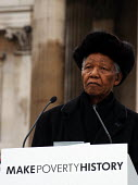 Nelson Mandela makes the keynote speech to thousands gathered in Trafalgar Square for the Make Poverty History rally organised by a coalition of groups lobbying for an end to the debt crisis and posit... - Stefano Cagnoni - 03-02-2005