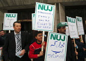 Jeremy Dear, Gen Sec of the NUJ, joins family and friends of journalist Mansoor Hassan, on left, threatened with deportation to Pakistan where he has made many enemies following his exposure of govern... - Stefano Cagnoni - 2000s,2005,activist,activists,appeal,Asian,Asylum Seeker,Asylum Seeker,black,BME Black minority ethnic,CAMPAIGN,campaigner,campaigners,CAMPAIGNING,CAMPAIGNS,DEMONSTRATING,DEMONSTRATION,DEMONSTRATIONS,