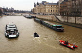 A police boat and fire boat joins usual traffic on the River Seine running through the heart of Paris - Stefano Cagnoni - 19-02-2005