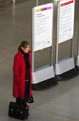 Passenger waiting at Stratford Station on the Jubilee Line - Stefano Cagnoni - 04-12-2005
