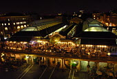 People dining al fresco at Covent Garden at night, London. - Stefano Cagnoni - 20-09-2006