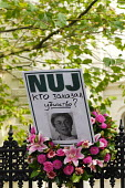 'Who ordered the killing' reads a placard left on the gates of the Russian Embassy in London by Journalists protesting at the murder of fellow journalist Anna Politkovskaya, seemingly killed for writi... - Stefano Cagnoni - 14-10-2006