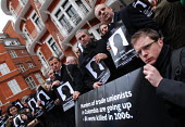 British trade union members picket the Columbian Embassy in protest at the deaths of 84 Columbian trade union members in 2006 - Stefano Cagnoni - 20-03-2007